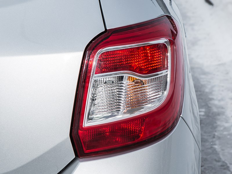 Renault Sandero 2013 задний фонарь