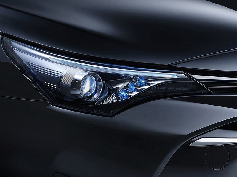 Toyota Avensis универсал 2015 передняя фара