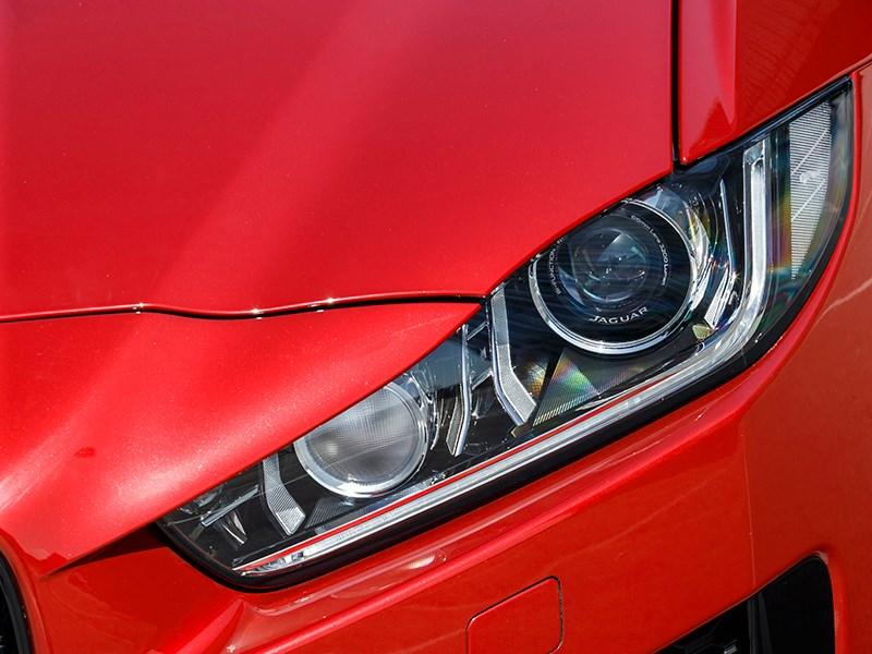 Jaguar XE 2015 передняя фара
