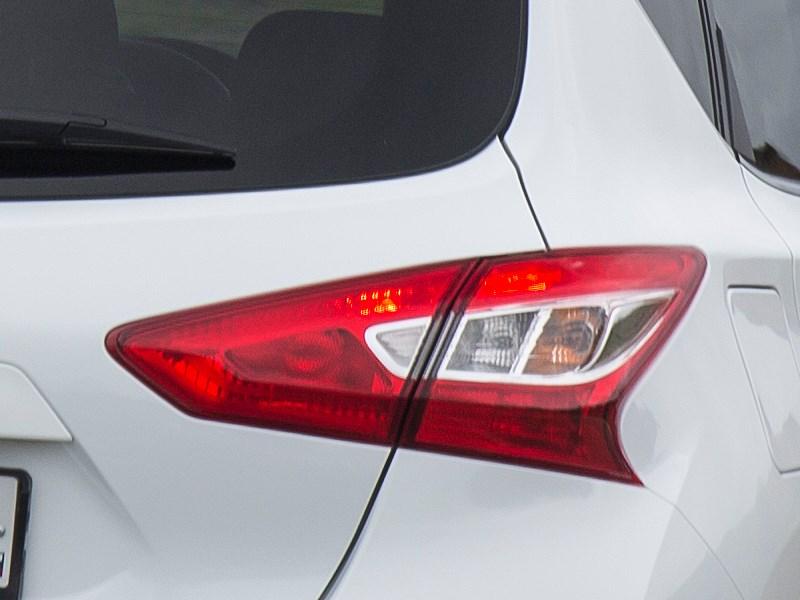 Nissan Tiida 2015 задний фонарь