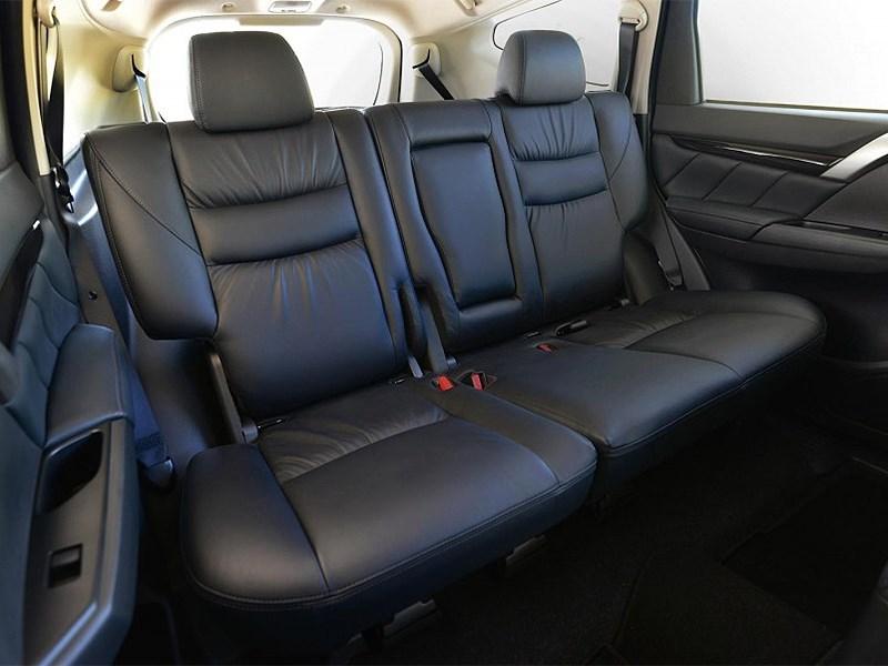 Mitsubishi Pajero Sport 2016 задний диван