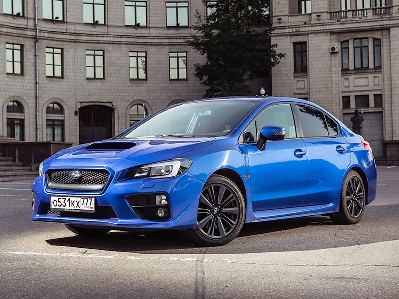 Subaru WRX 2015 вид спереди сбоку