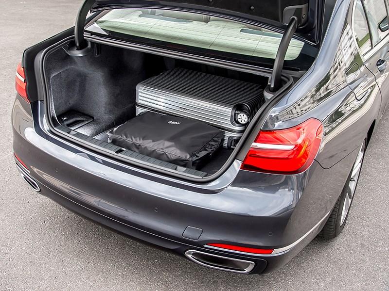 BMW 7-Series 2016 багажное отделение