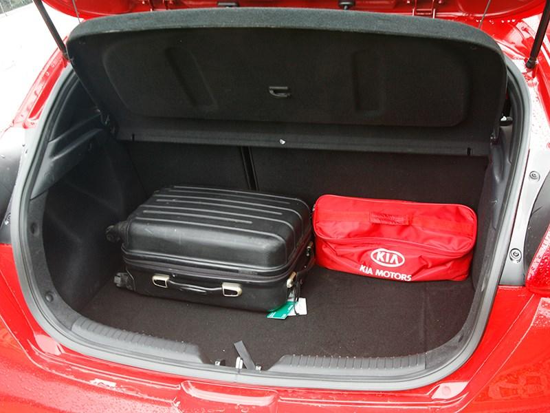 Kia Pro Seed 2015 багажное отделение