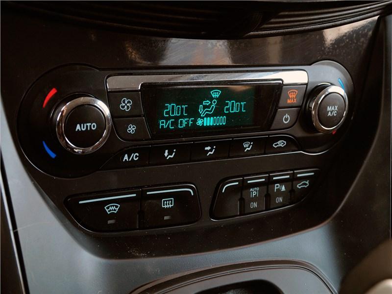 Ford Kuga 2013 климат-контроль