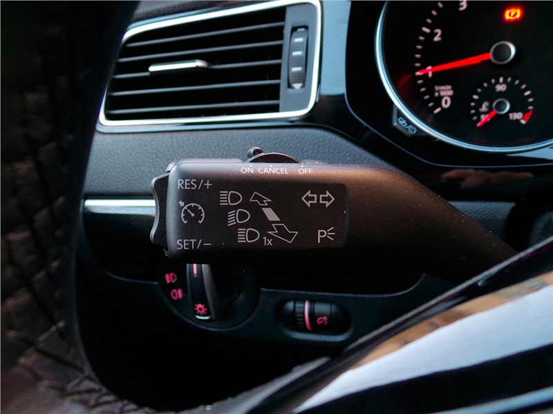 Volkswagen Jetta 2015 подрулевой переключатель