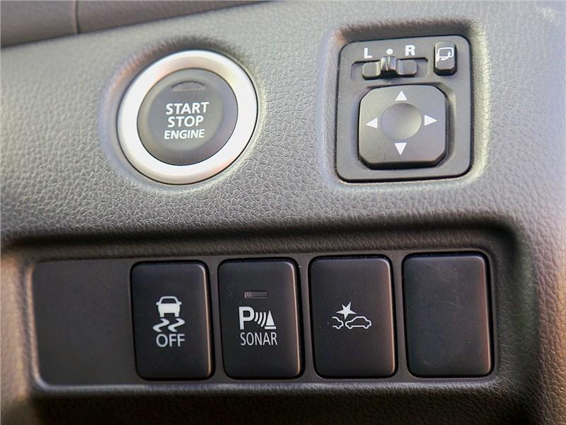 Mitsubishi Pajero Sport 2016 кнопки на панели