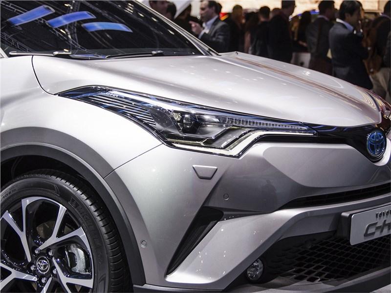 Toyota C-HR 2016 передняя оптика