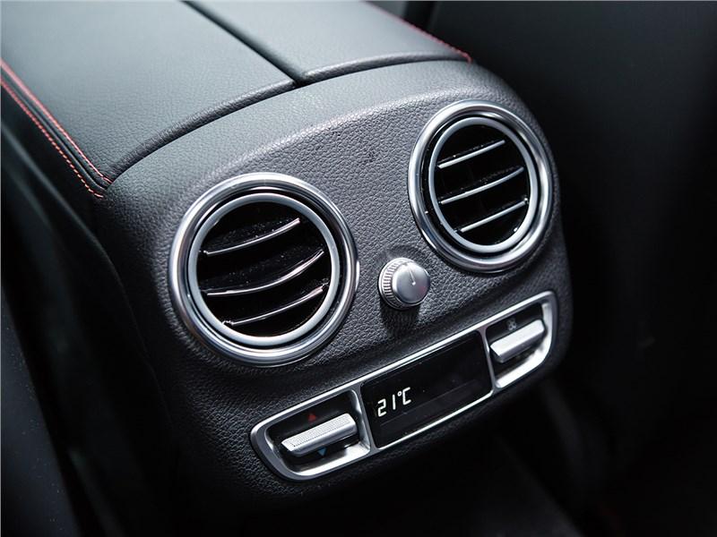 Mercedes-Benz C450 AMG 2016 климат для второго ряда