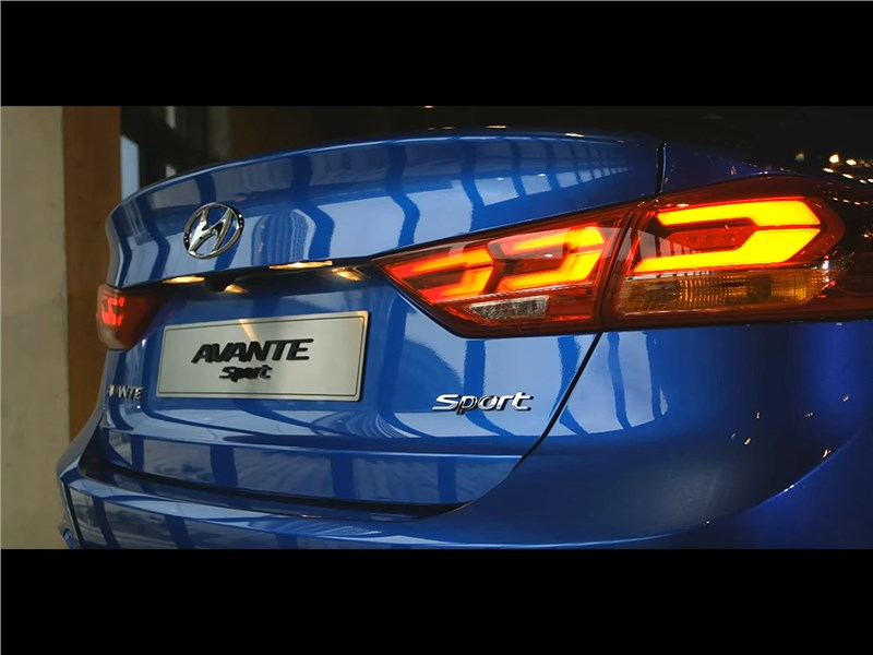 Hyundai Elantra Sport 2017 задний фонарь