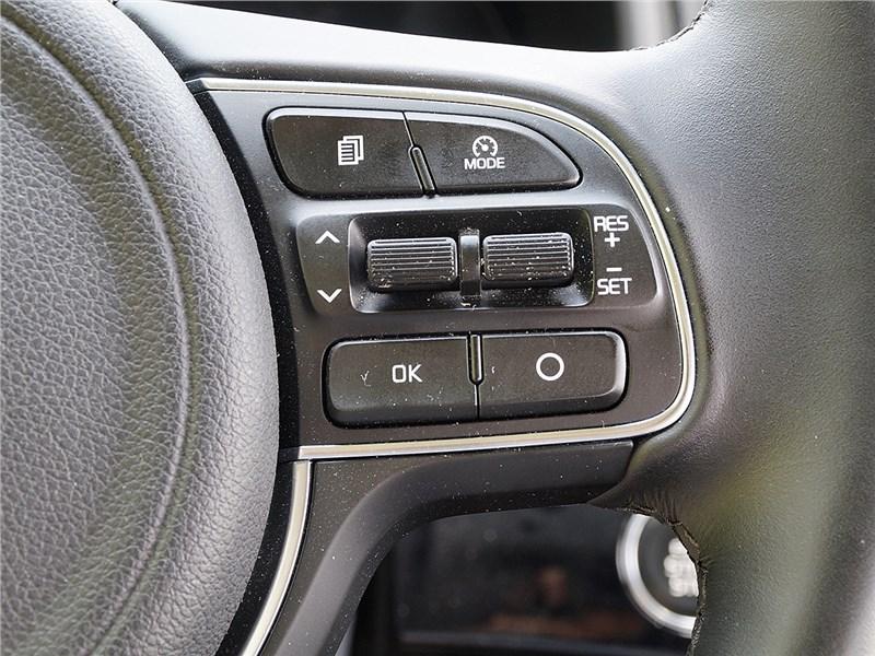 Kia Sportage 2016 кнопки на руле