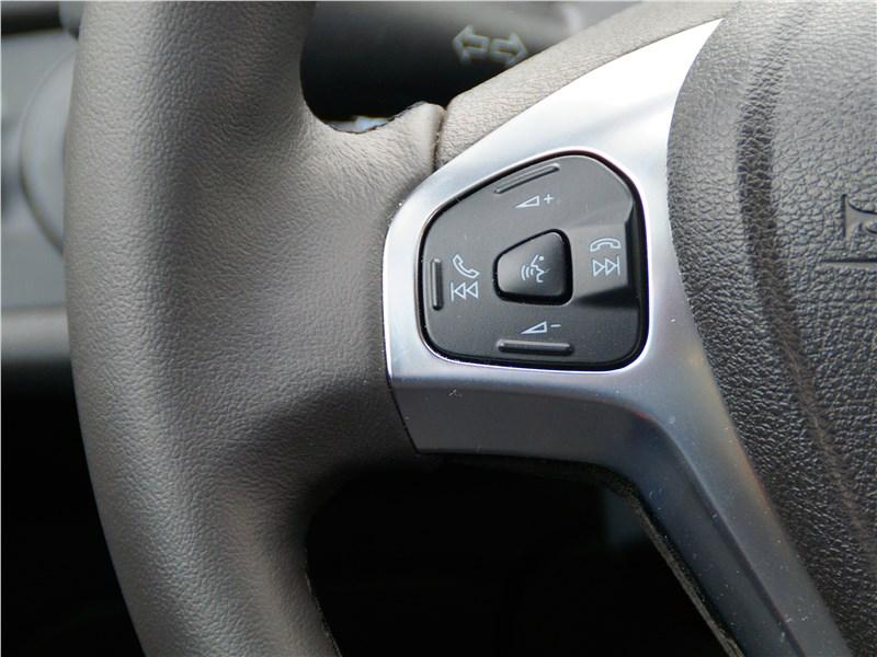 Ford Fiesta sedan 2015 кнопки на руле