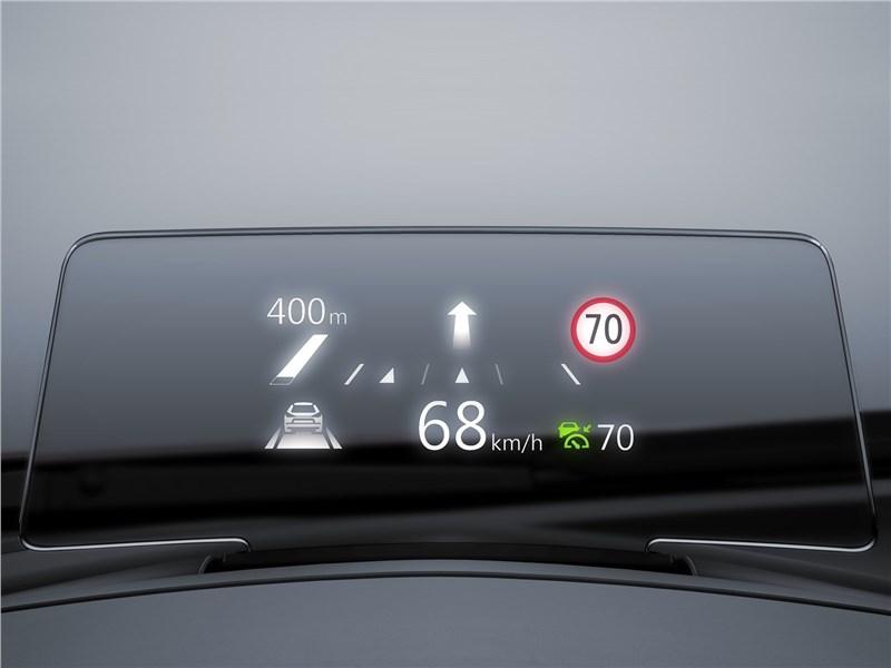 Mazda 3 2017 индикация на лобовом стекле