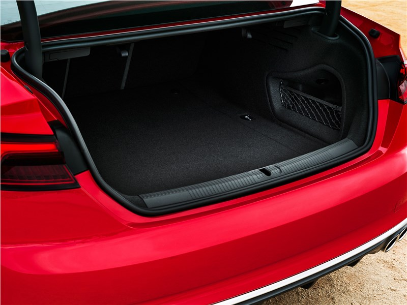Audi S5 2017 багажное отделение
