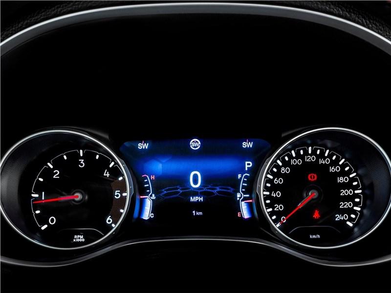 Jeep Compass 2017 приборная панель