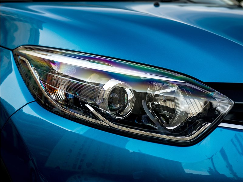 Renault Kaptur 2016 передняя фара