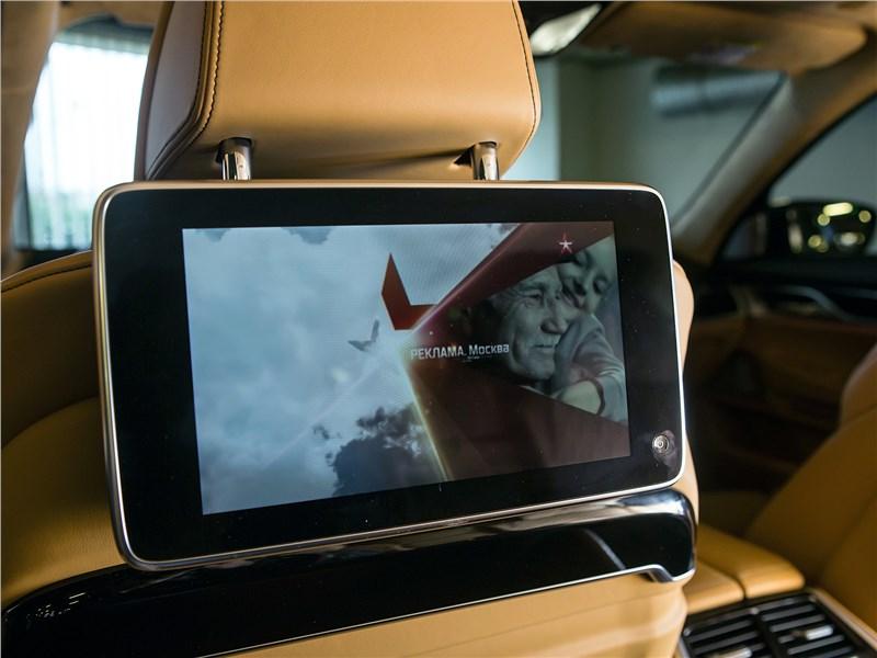 BMW 740Ld xDrive 2016 дисплей