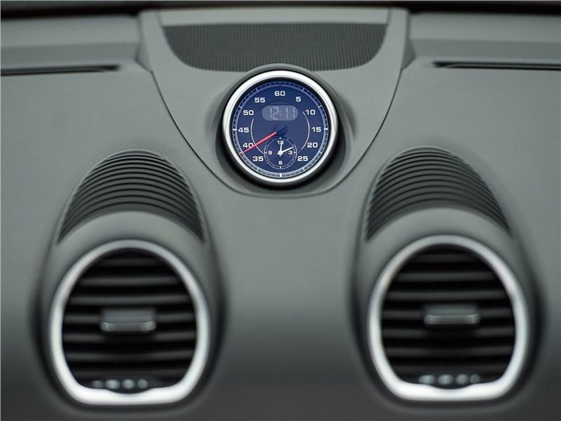 Porsche 718 Boxster 2017 часы