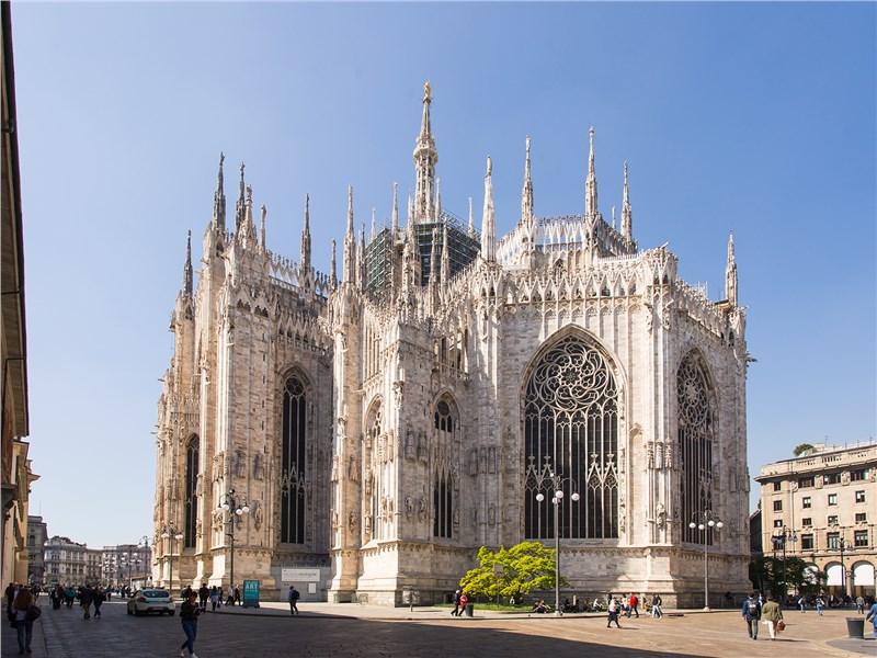Кафедральный собор в Милане начали возводить в 1386 году, а завершили лишь в начале XIX века