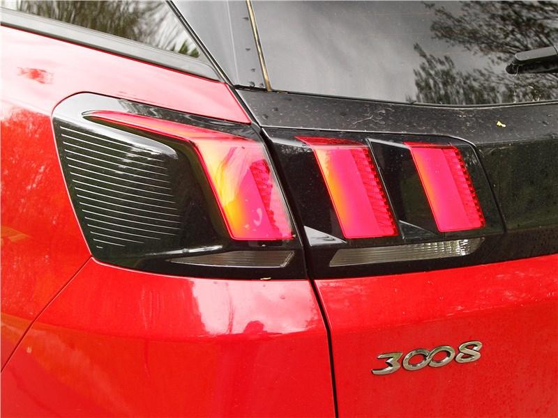 Peugeot 3008 2017 задний фонарь