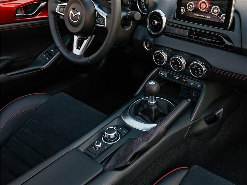 Mazda MX-5 RF 2017 центральный туннель