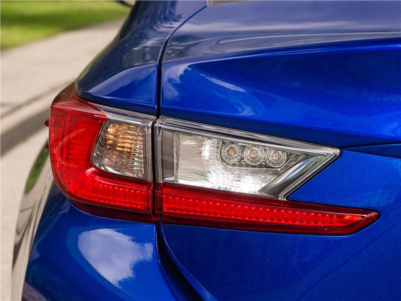 Lexus RC 2015 задний фонарь