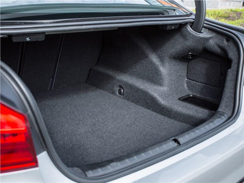 BMW 520d xDrive 2017 багажное отделение