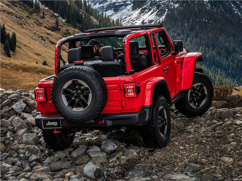 Jeep Wrangler 2018 вид сзади