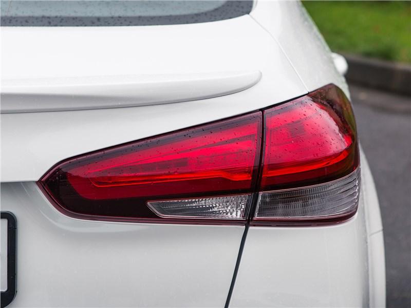 Kia Cerato 2016 задний фонарь