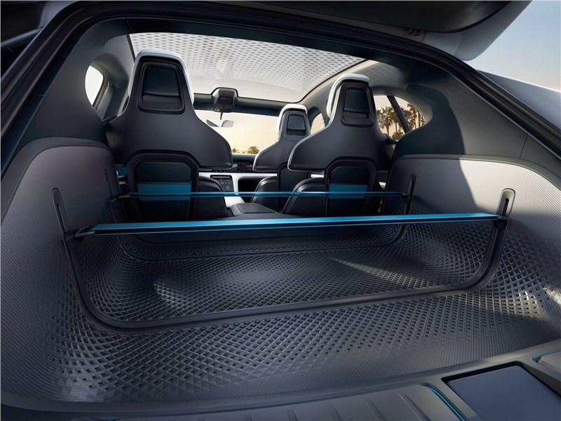 Porsche Mission E Cross Turismo Concept 2018 багажное отделение