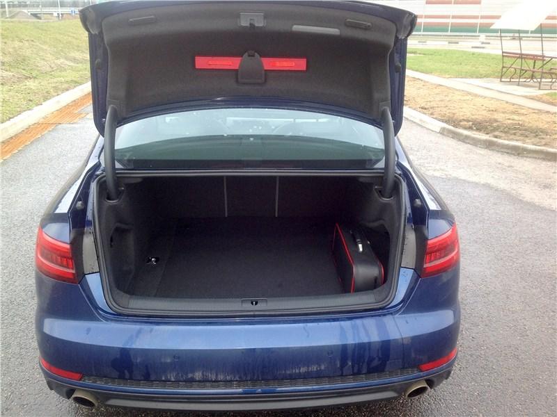 Audi A4 2016 багажное отделение