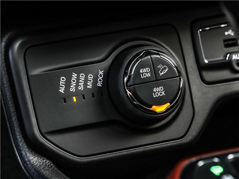 Jeep Renegade 2019 управление трансмиссией