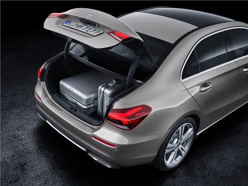 Mercedes-Benz A-Class 2019 багажное отделение