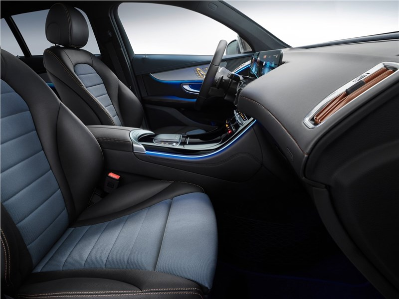 Mercedes-Benz EQC 2020 передние кресла