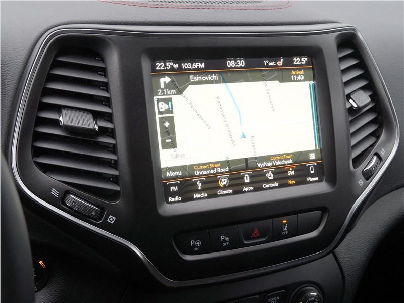 Jeep Cherokee 2019 центральный сенсорный цветной дисплей