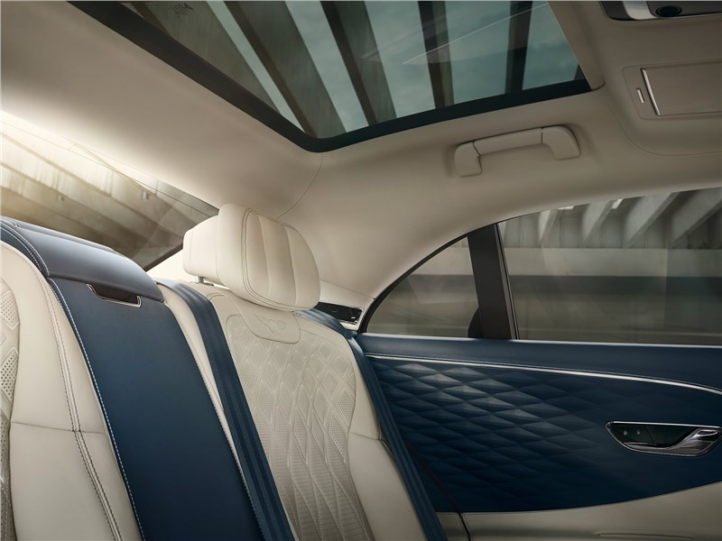 Bentley Flying Spur 2020 панорамная крыша