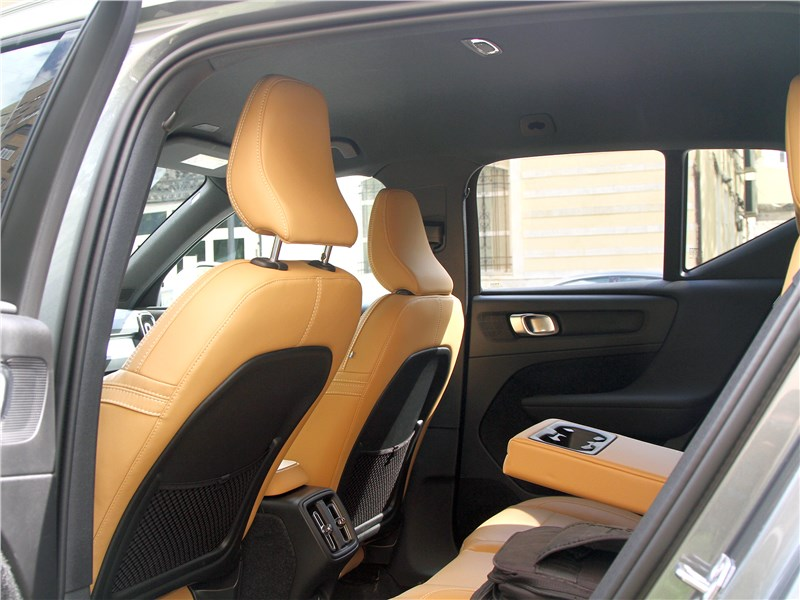 Volvo XC40 2018 второй ряд