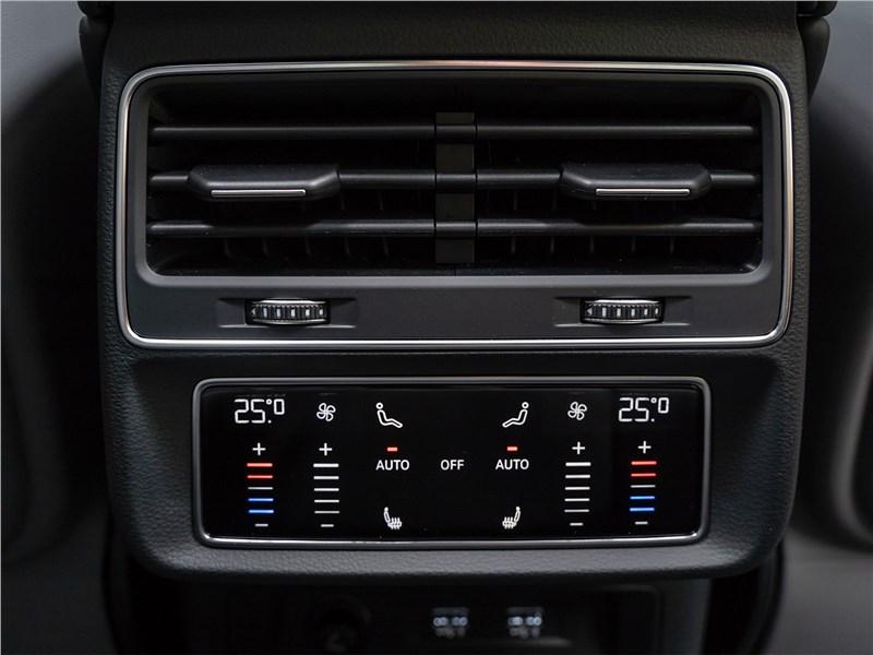 Audi Q8 2019 климатическая система для второго ряда