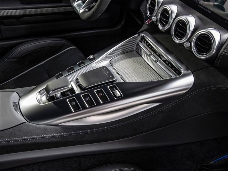 Mercedes-Benz AMG GT 2020 центральный туннель