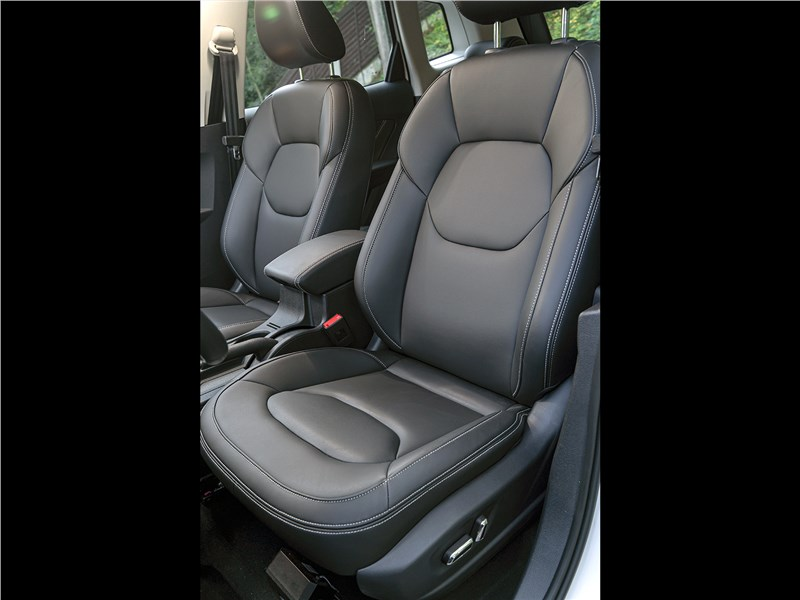 FAW Besturn X40 2017 передние кресла