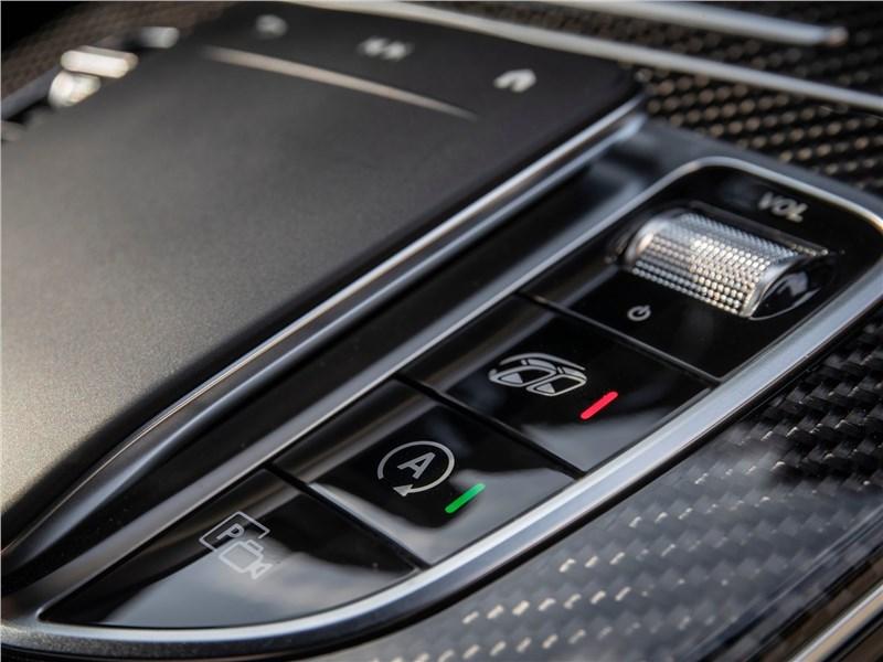 Mercedes-Benz GLC63 S AMG 2020 центральный туннель