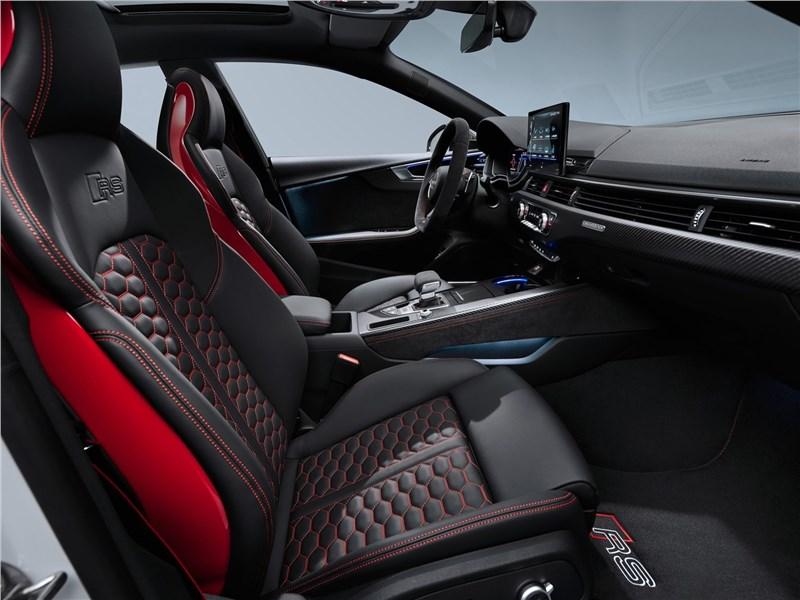 Audi RS5 Sportback 2020 передние кресла