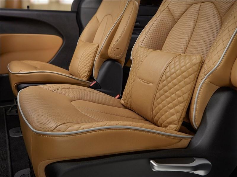 Chrysler Pacifica 2021 передние кресла