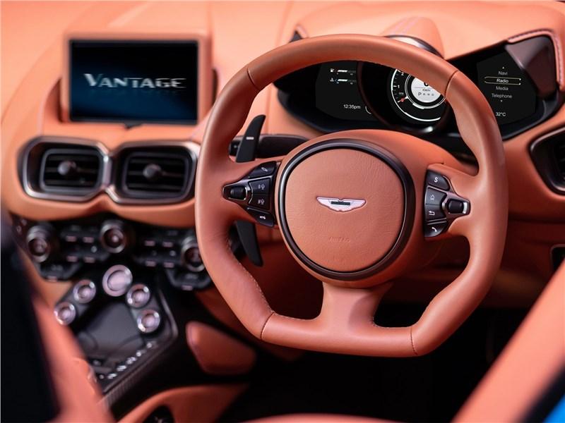 Aston Martin Vantage Roadster 2021 водительское место