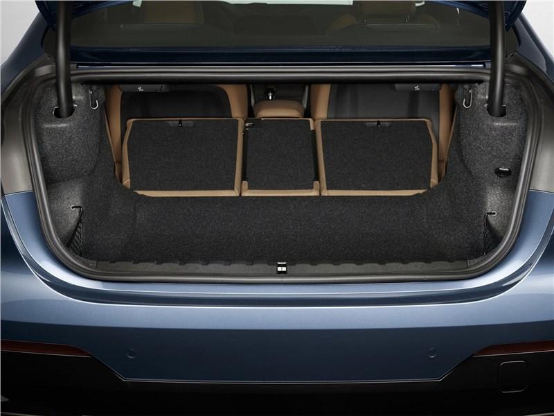 BMW 4-Series Coupe 2021 багажное отделение