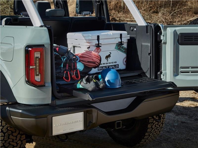 Ford Bronco 4-door (2021) багажное отделение