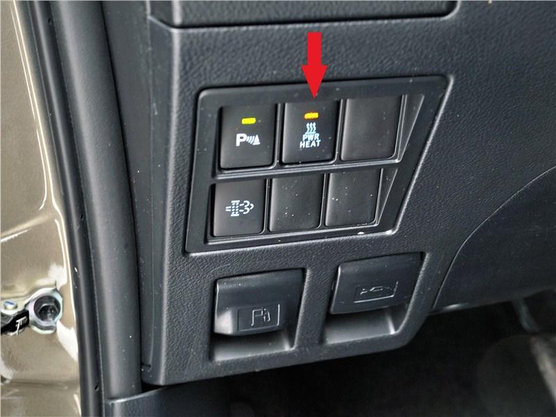 Toyota Hilux (2021) кнопки