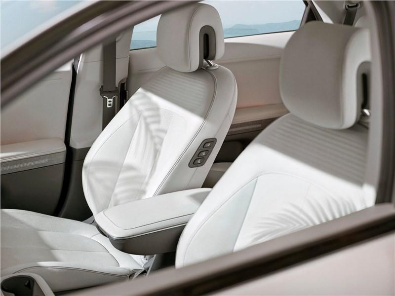 Hyundai Ioniq 5 (2022) передние кресла