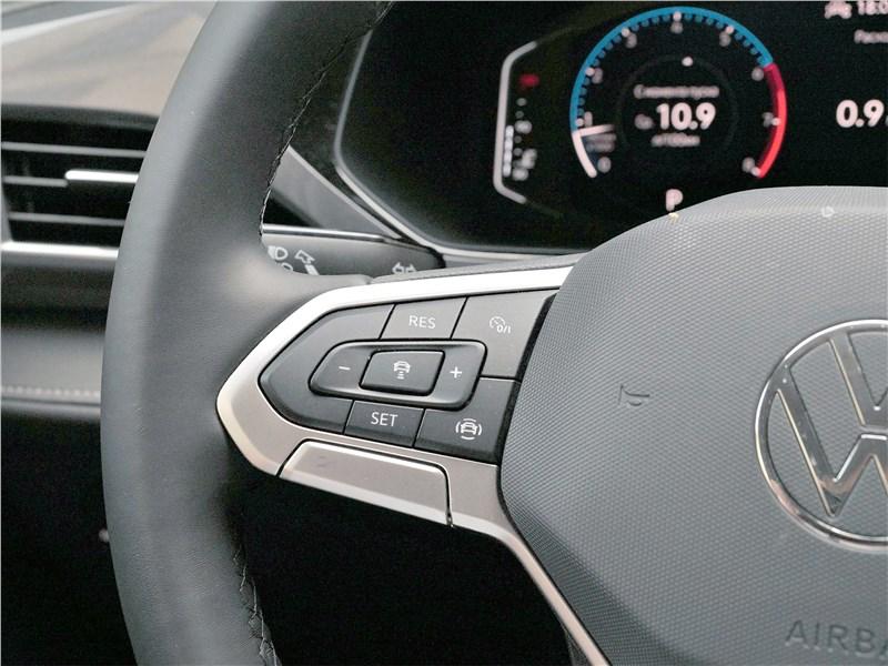 Volkswagen Taos (2022) руль