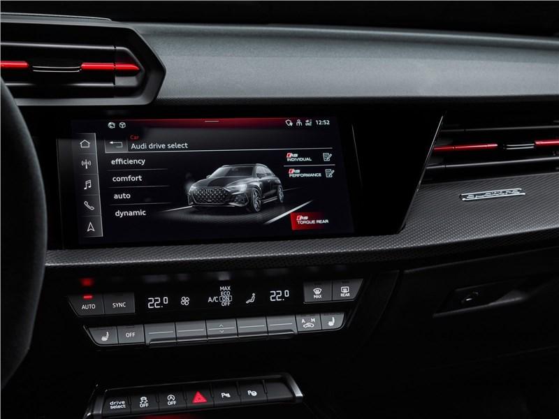 Audi RS3 (2022) центральная консоль